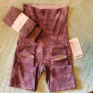 Lululemon bundle leggings sz.6/savasana sock m/l